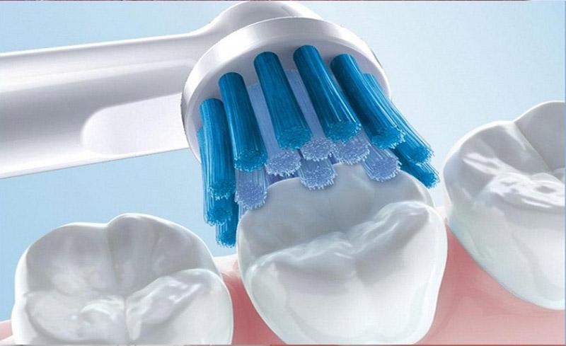 Vệ sinh răng đúng cách phòng bệnh sâu răng.