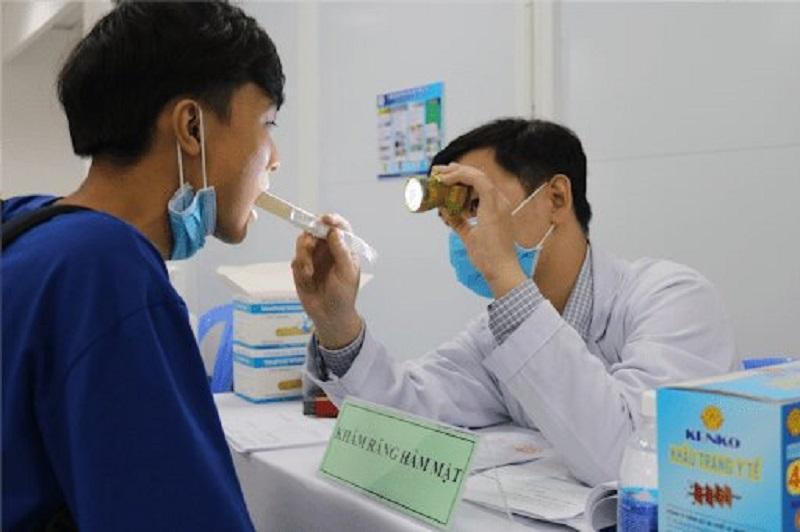 Khám sức khoẻ răng miệng cho thí sinh dự thi trường quân đội