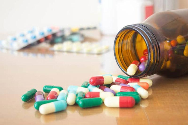 Sử dụng thuốc kháng sinh điều trị mọc răng khôn bị áp xe.