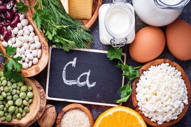 Chế độ dinh dưỡng thiếu canxi cũng có thể là nguyên do bé 8 tháng chưa mọc răng