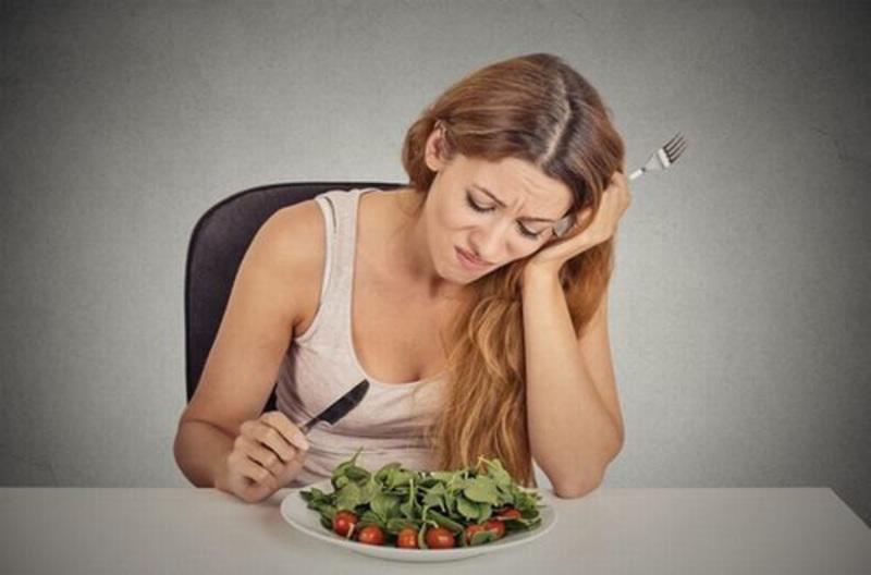Người bệnh thường cảm thấy đau khi ăn nhai