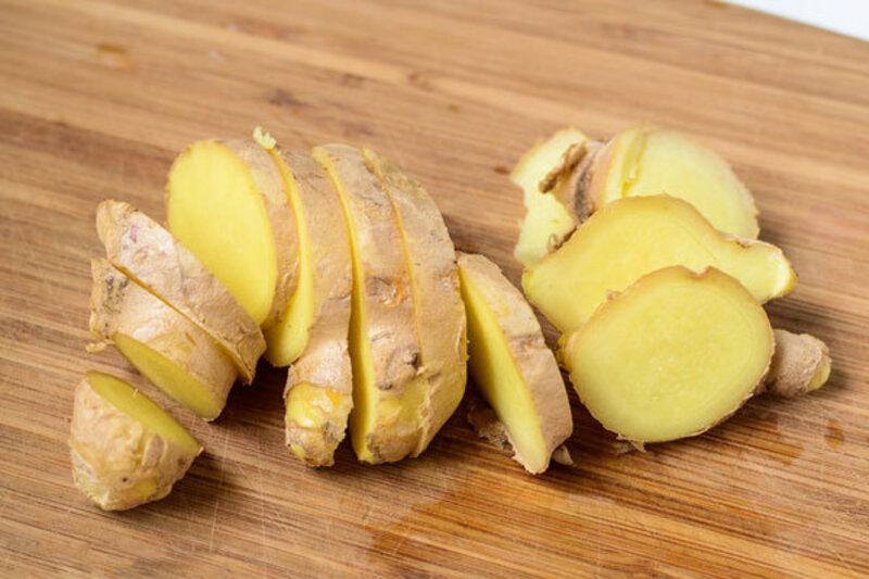 Gừng còn là một trong những vị thuốc Đông Y được nhiều người sử dụng để làm cách chữa viêm nha chu