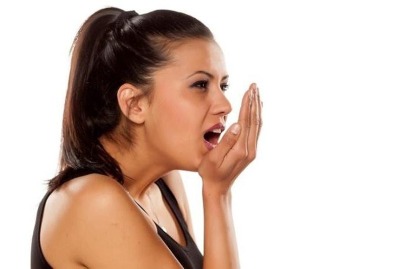 Hôi miệng nặng là bệnh lý răng miệng thường kèm theo hơi thở có mùi khó chịu kéo dài