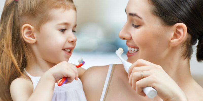 Cha mẹ cần hướng dẫn bé chăm sóc răng miệng sạch sẽ