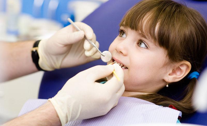 Nhổ răng tại nha khoa là phương pháp an toàn và ít đau nhất.