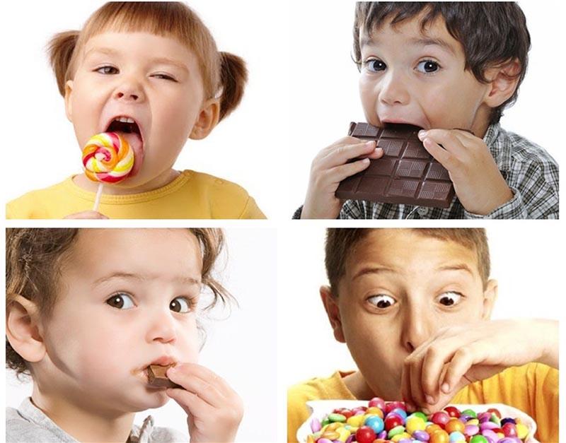Nguyên nhân chính khiến trẻ bị sún răng là thói quen sử dụng quá nhiều đồ ngọt, nước ngọt,...