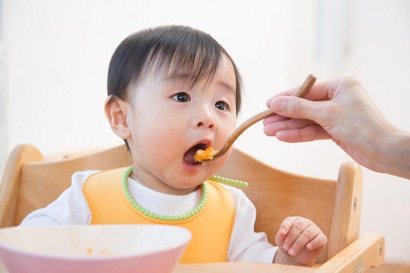 Thiếu dinh dưỡng cũng là tác nhân khiến bé chậm mọc răng