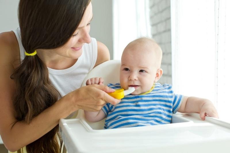 Nên lưu ý vệ sinh răng miệng sạch sẽ cho các bé