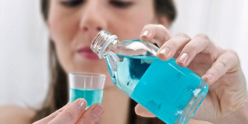 Có thể dùng nước súc miệng để trị bệnh sâu răng tại nhà