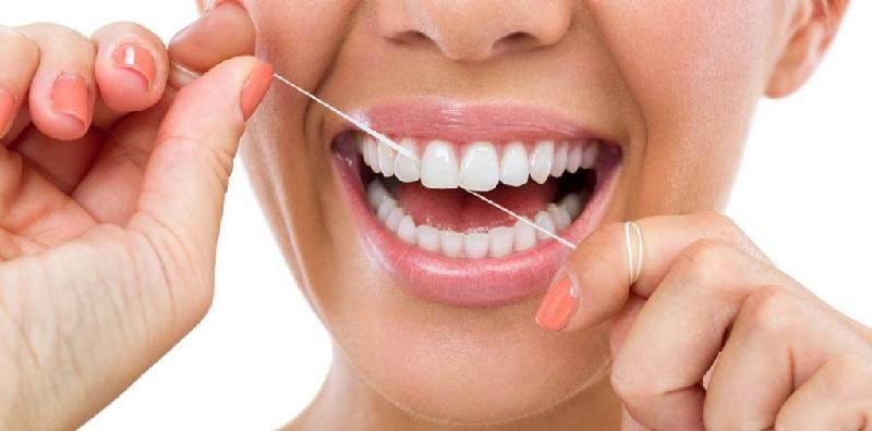 Dùng chỉ nha khoa thay vì tăm xỉa răng