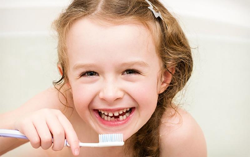 Vệ sinh răng miệng hàng ngày cho trẻ