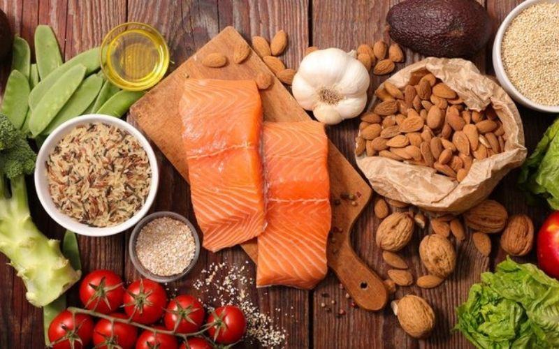 Rất nhiều nhóm thực phẩm tốt có thể giúp bạn điều trị viêm lợi nhanh chóng hơn