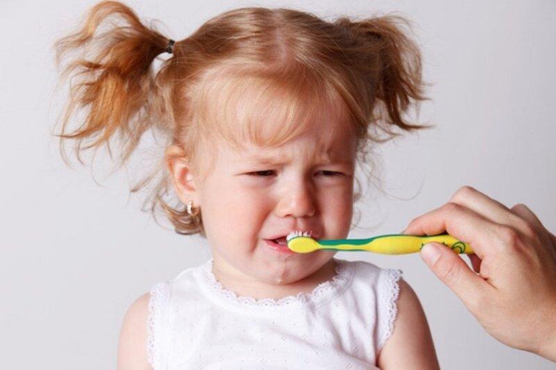 Vệ sinh răng miệng không đúng cách cũng là nguyên nhân gây viêm nướu răng
