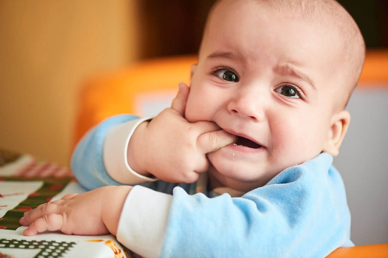 Triệu chứng khi trẻ bị sưng lợi chảy máu chân răng