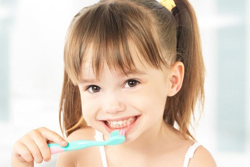 Nguyên nhân khiến trẻ bị sưng lợi chảy máu chân răng