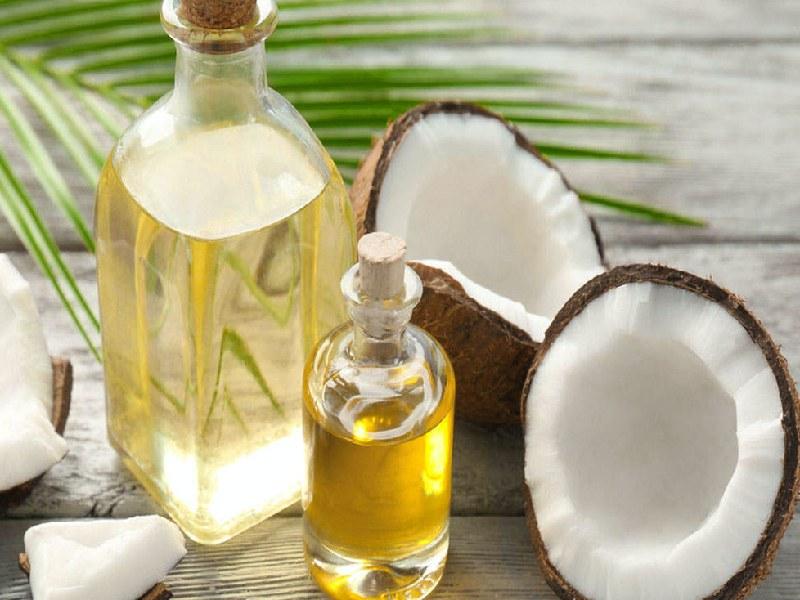 Súc miệng với dầu dừa 2 lần mỗi ngày để đảm bảo sức khỏe răng miệng