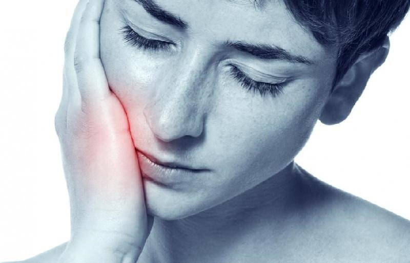 Viêm lợi sưng má là hiện tượng lợi bị viêm dẫn tới sưng má thường kèm theo các biểu hiện đau nhức