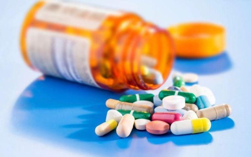 Thuốc kháng sinh giúp tiêu diệt vi khuẩn tích tụ ở nướu răng