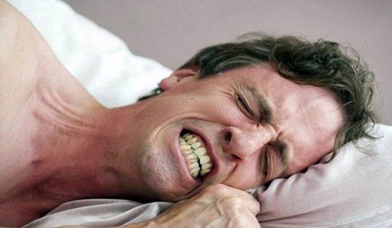 Nghiến răng khi ngủ là nguyên nhân hàng đầu gây ra đau răng kèm đau đầu