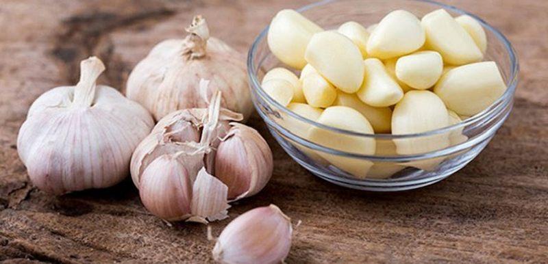 Dùng tỏi tươi có hiệu quả giảm đau nhức ngay tại nhà