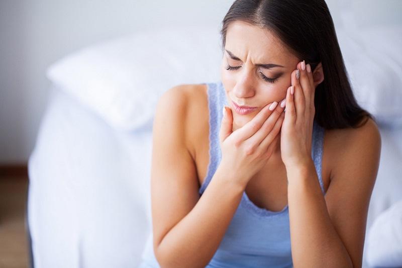 Đau răng hàm là một trong những triệu chứng phổ biến mà bất kỳ đối tượng nào cũng có thể gặp phải