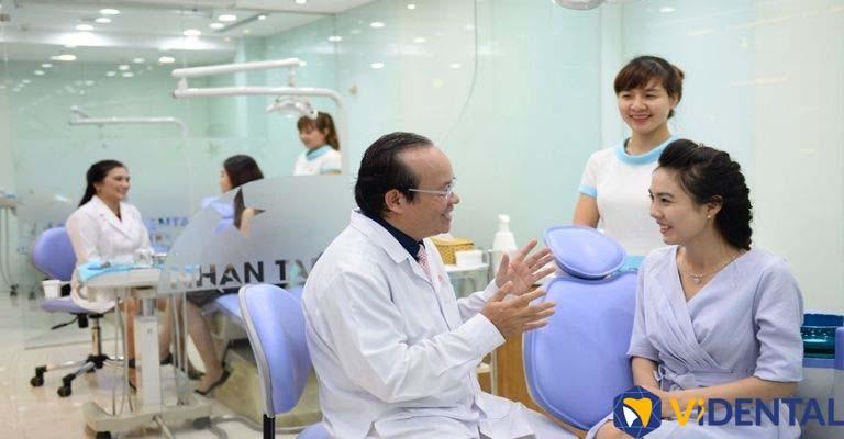 Các chuyên gia bác sĩ hàng đầu tại Vidental tư vấn và thăm khám, giúp chăm sóc răng miệng bệnh nhân hoàn hảo