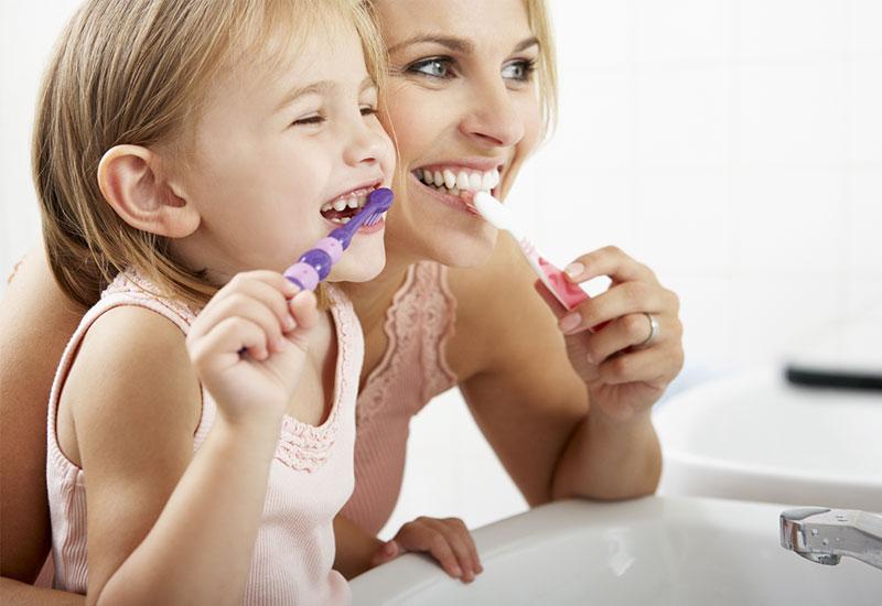 Để tránh các bệnh nha khoa, ở tuổi nào cũng cần giữ vệ sinh  miệng