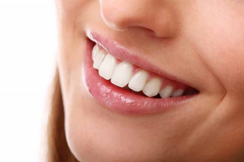 Do nằm ở vị trí trung tâm nên đây là chiếc răng mang lại tính thẩm mỹ khi cười